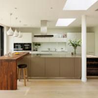 Барная стойка из массива дерева на кухне частного дома