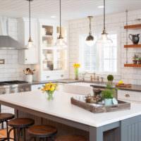 Белый интерьер загородной кухни