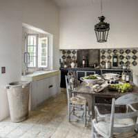 Обеденная зона на кухне сельского дома