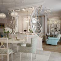 Перегородка с зеркалом между кухней и гостиной