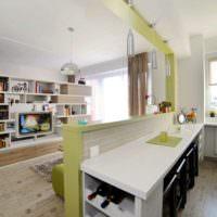 Легкая перегородка между кухней и зоной для отдыха