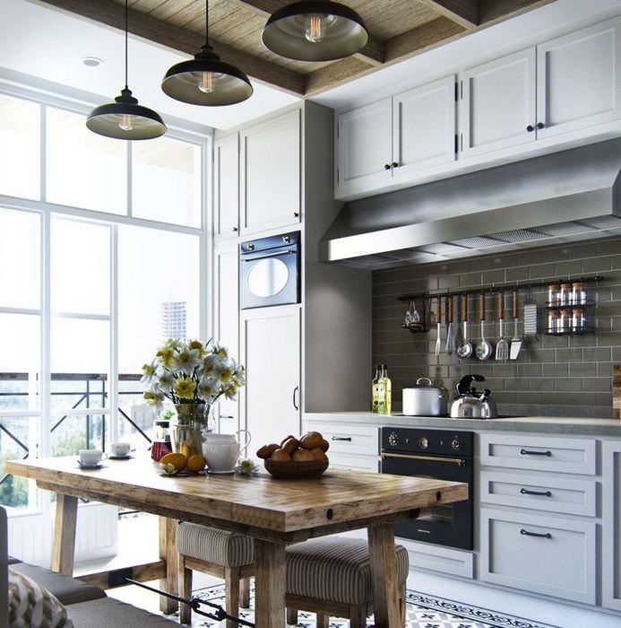 Дизайн кухни в стилистике кантри с большими окнами