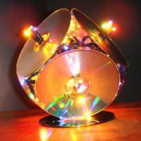 Красивый светильник из старых DVD-дисков