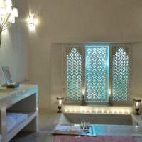 Ванная комната загородного дома в марокканском стиле