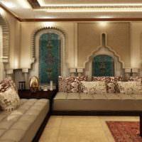 Оформление зала частного дома в восточном стиле
