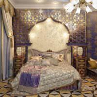 Богатый интерьер спальни частного дома в стиле востока