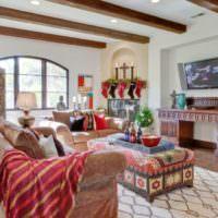 Мебель в гостиной загородного дома марокканского стиля