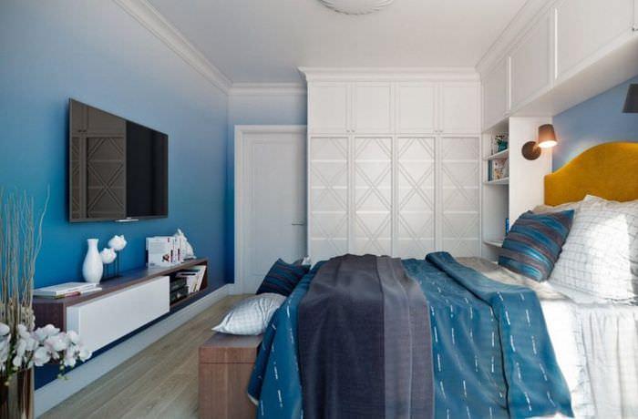 Оформление спальни частного дома в синих тонах