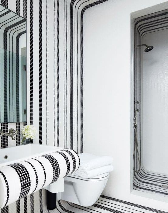 Отделка выпуклых поверхностей ванной комнаты гибкой мозаикой на основе