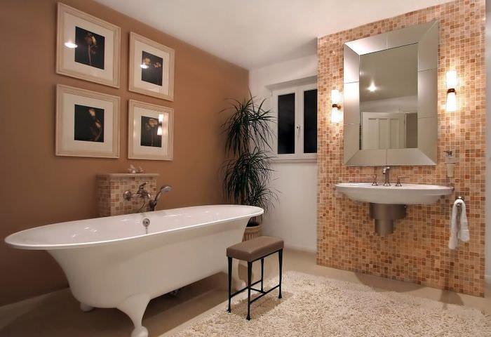 Отделка мозаичной плиткой стены над умывальником