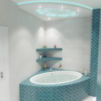 Угловая ванна с облицовкой мозаикой