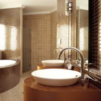 Стеклянная мозаика в интерьер ванной частного дома