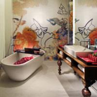 Картина из мозаики в интерьере ванной городской квартиры