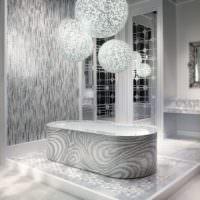 Ванна на подиуме из каменной мозаики