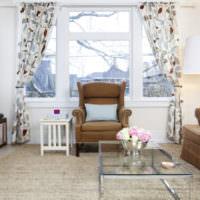 Сочетание белого цвета с коричневым в интерьере гостиной