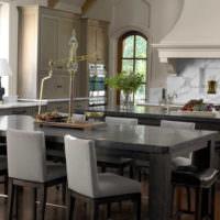 Камень и металл в оформлении кухни