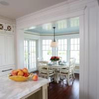 Кухня в деревенском стиле в пастельных тонах