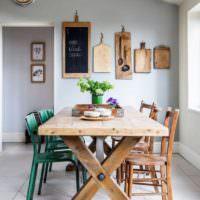 Деревянный стол для обедов в ретро стиле