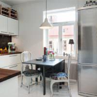 Холодильник из нержавейки в интерьере кухни