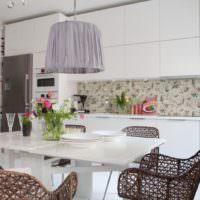 Плетенная мебель в кухне-гостиной