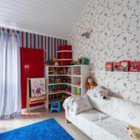 Интерьер детской комнаты в мансардном помещении