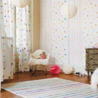 Обои с мелким орнаментом в комнате для новорожденного