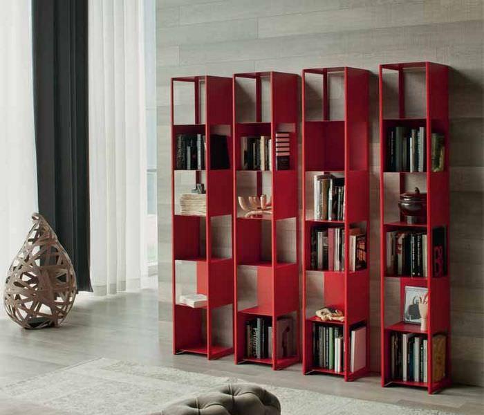 Необычные книжные стеллажи в красном цвете