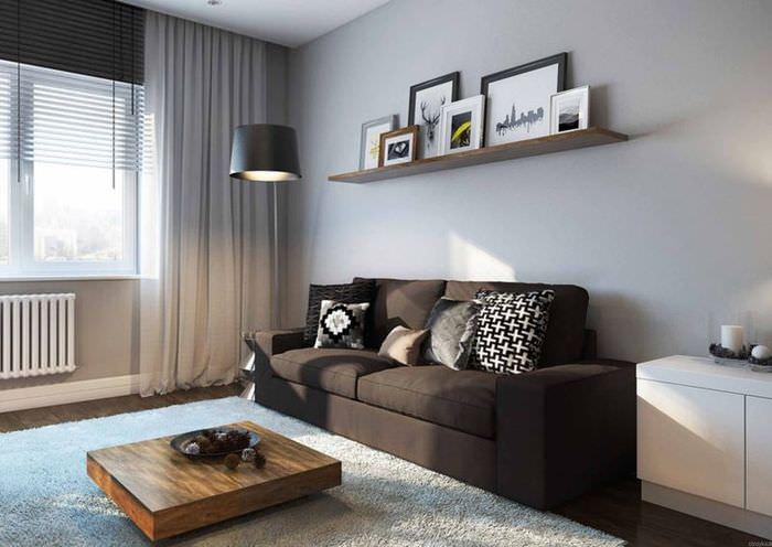 Декорирование стены над диваном в однокомнатной квартире