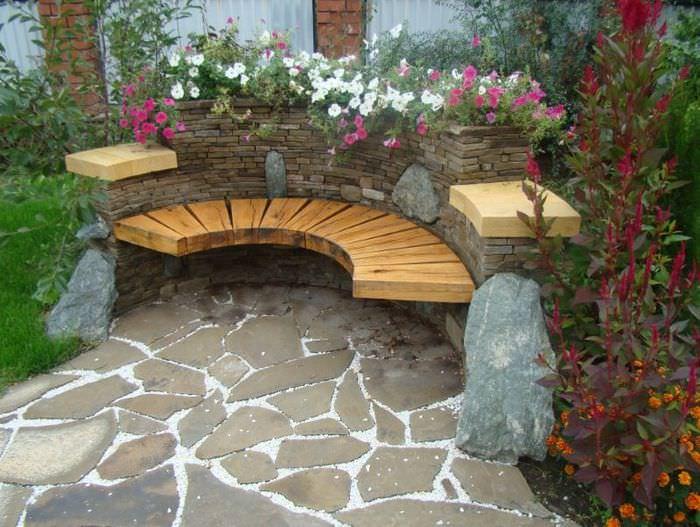 Уголок для отдыха в тени сада своими руками