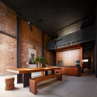 Черный матовый потолок в зале индустриальной стилистики