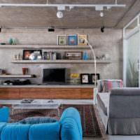 Дизайн потолка зала в индустриальном стиле