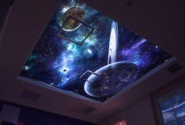 Натяжной потолок с изображением фантастических планет