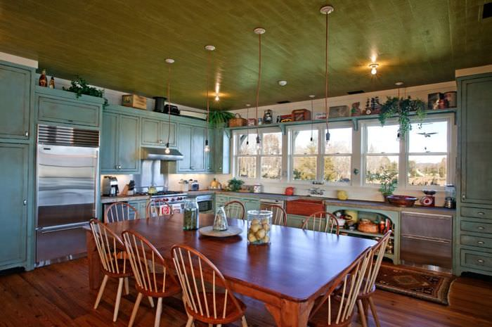 Дизайн кухни частного дома в стилистике ретро