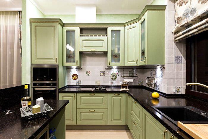 Гарнитур для кухни площадью 10 кв м с черными столешницами