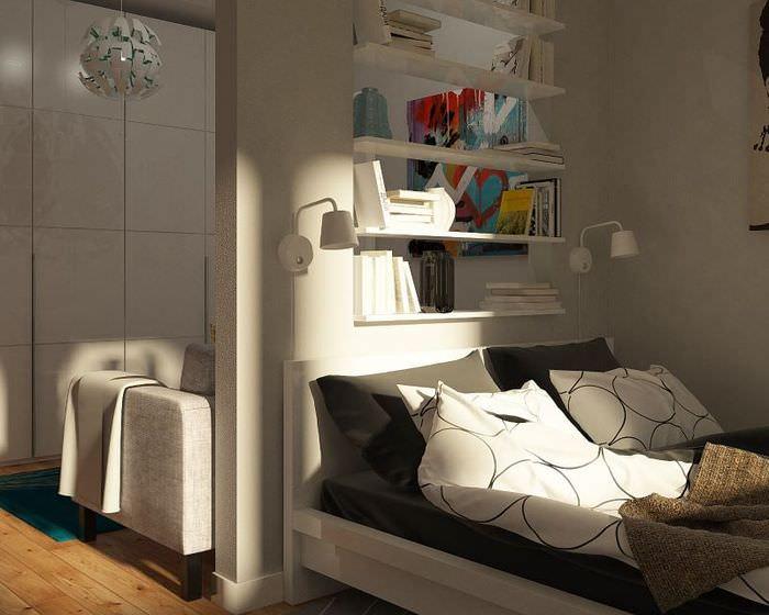 Белый текстиль в серой гостиной