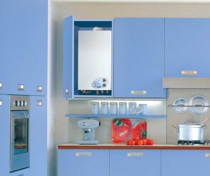 Скрытое размещение газового котла внутри кухонной мебели