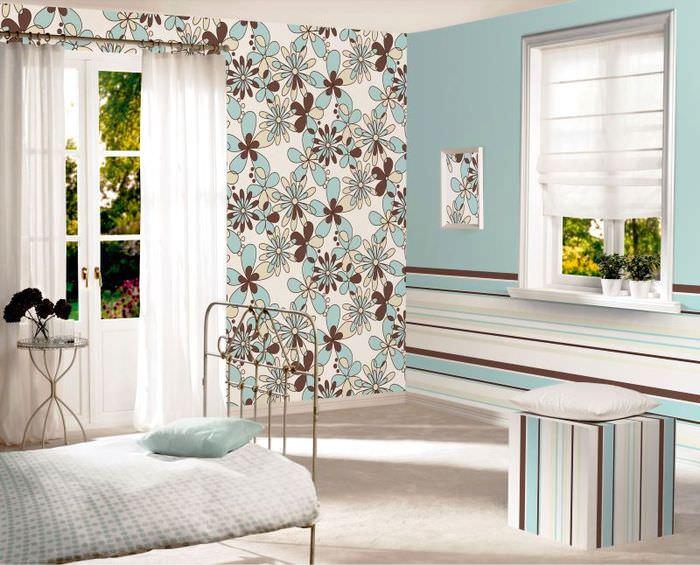 Спальня в голубых тонах в дачном домике