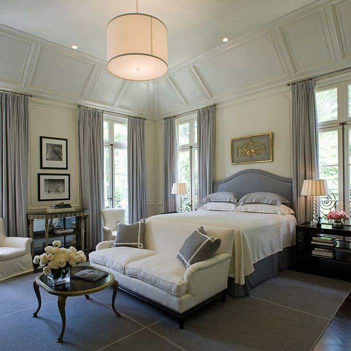 Красивый интерьер спальни в классическом стиле