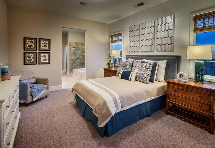Интерьер спальни частного дома в морской тематике