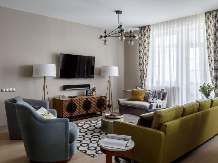 Современная гостиная в стиле контемпорари с оливковым диваном