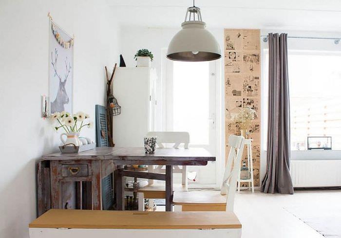 Раскладной стол в ретро стиле в интерьере обеденной зоны