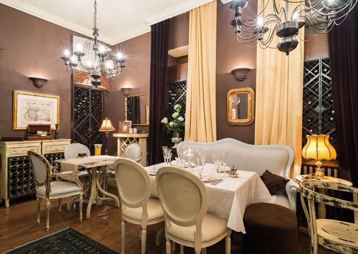 Дизайн обеденной зоны в кухне-гостиной классического стиля