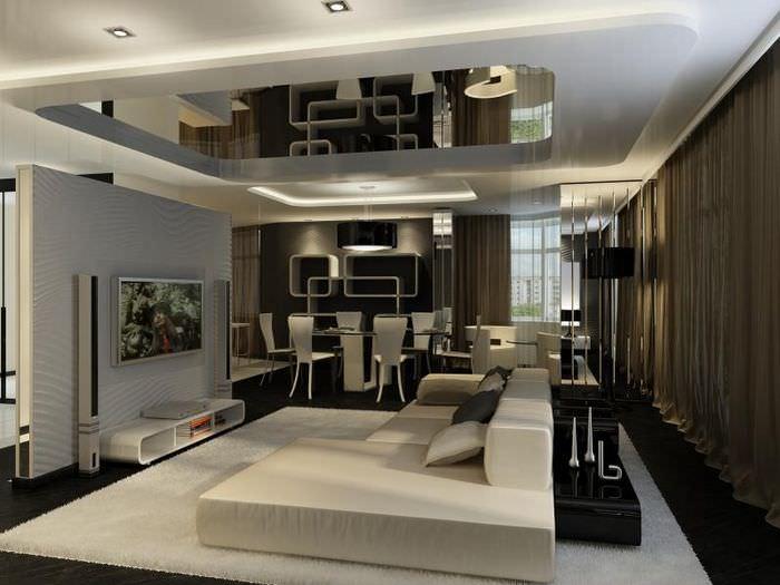 Расширение пространства зала с помощью зеркального потолка