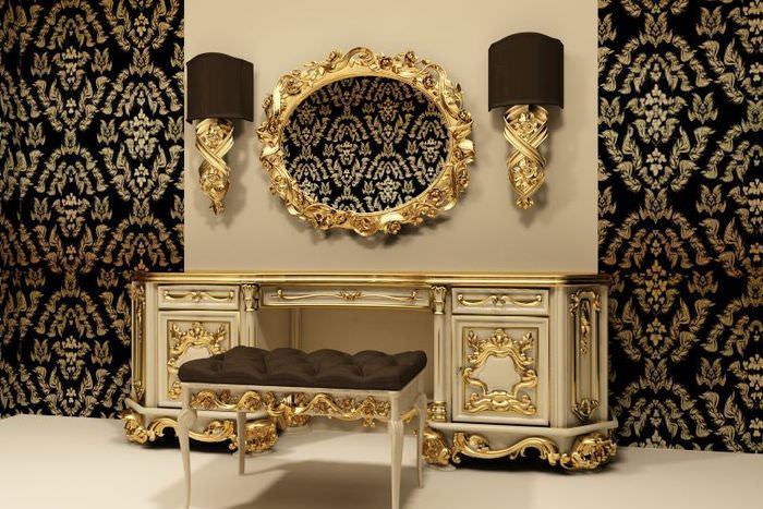 Комод в классическом стиле с золотой отделкой