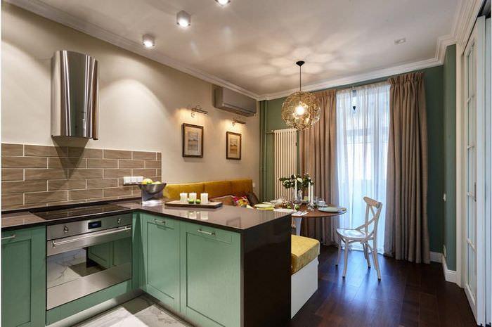 Барная стойка в роли зонирования в кухне-гостиной