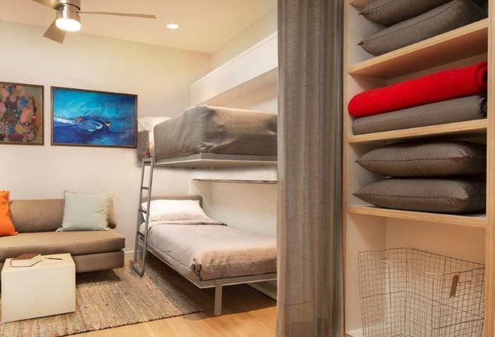 Отделение спальни от гостиной с помощью шторы
