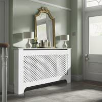 Зеркало на декоративном кожухе радиатора отопления