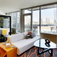 Дизайн современной квартиры-студии с большими окнами