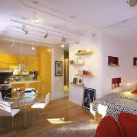 Желтый кухонный гарнитур с глянцевыми фасадами