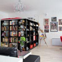 Отделение спальной зоны с помощью книжных стеллажей